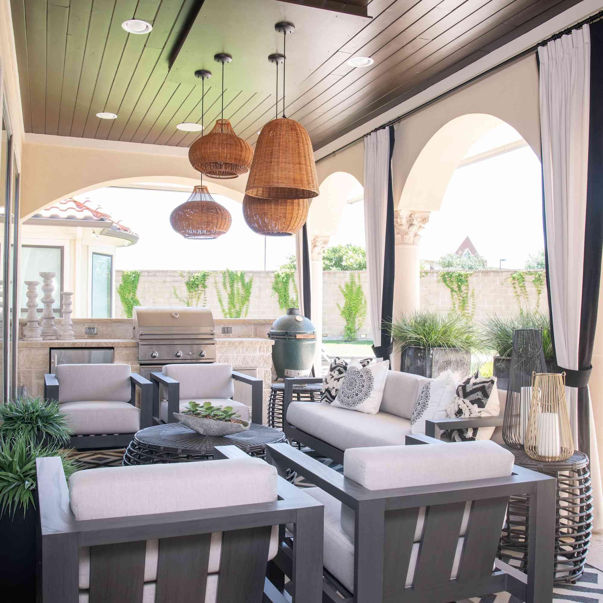 outdoor living room lighting