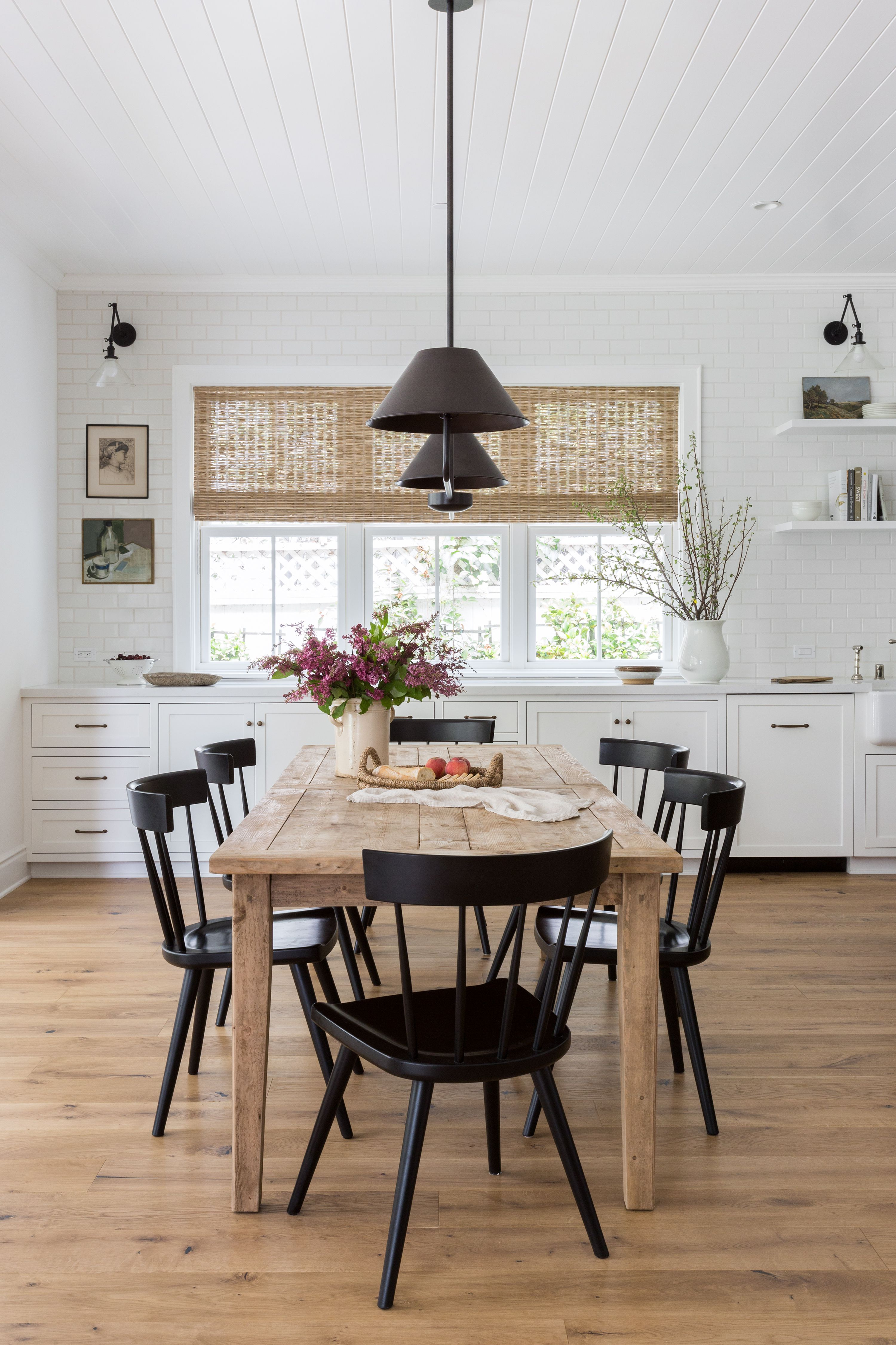 Picture of: 20 Modern Farmhouse Dining Rooms That Will Transport You To The Countryside