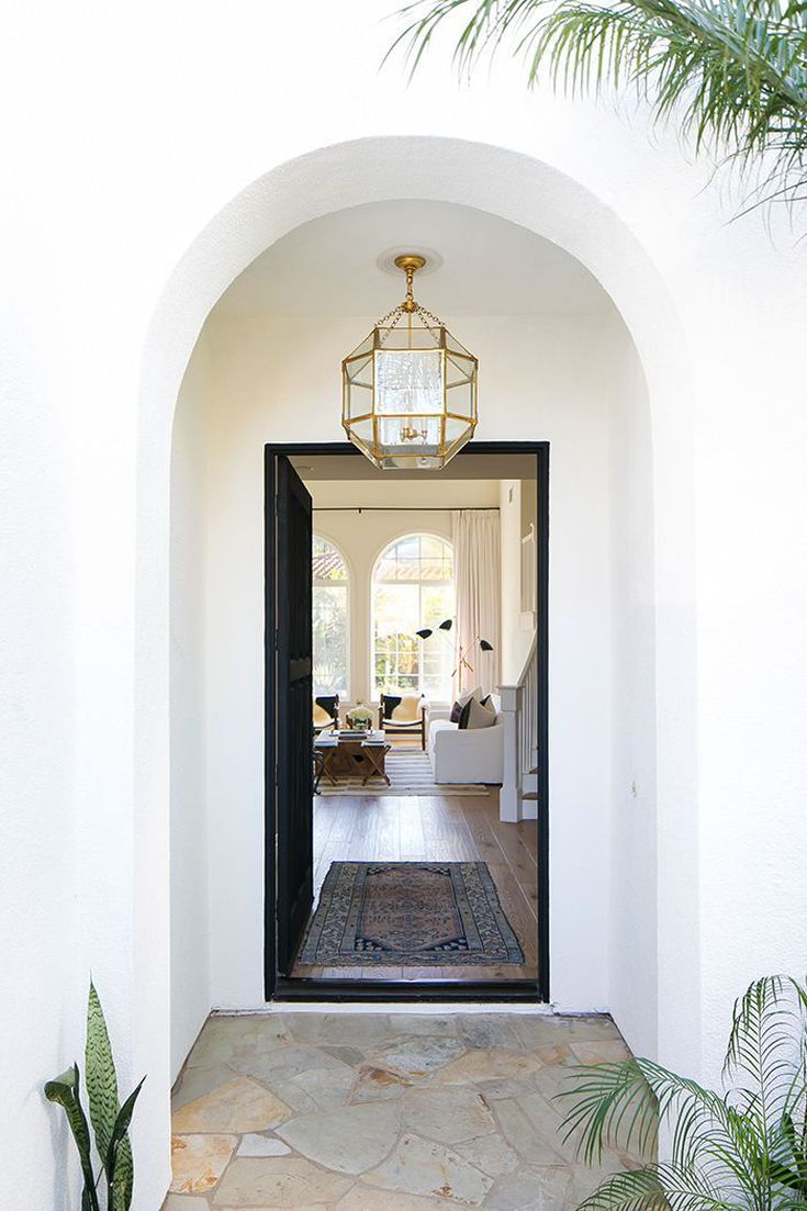 15 Entryway Decorating Ideas That Make A Stunning First
