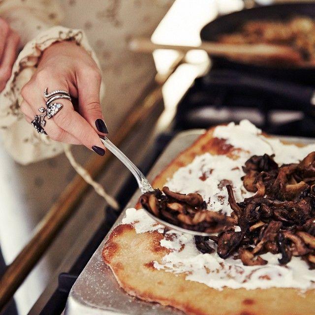 Flatbread with mushrooms
