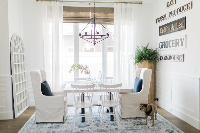 Bachelorette Ali Fedotowsky blue and white dining room seats eight
