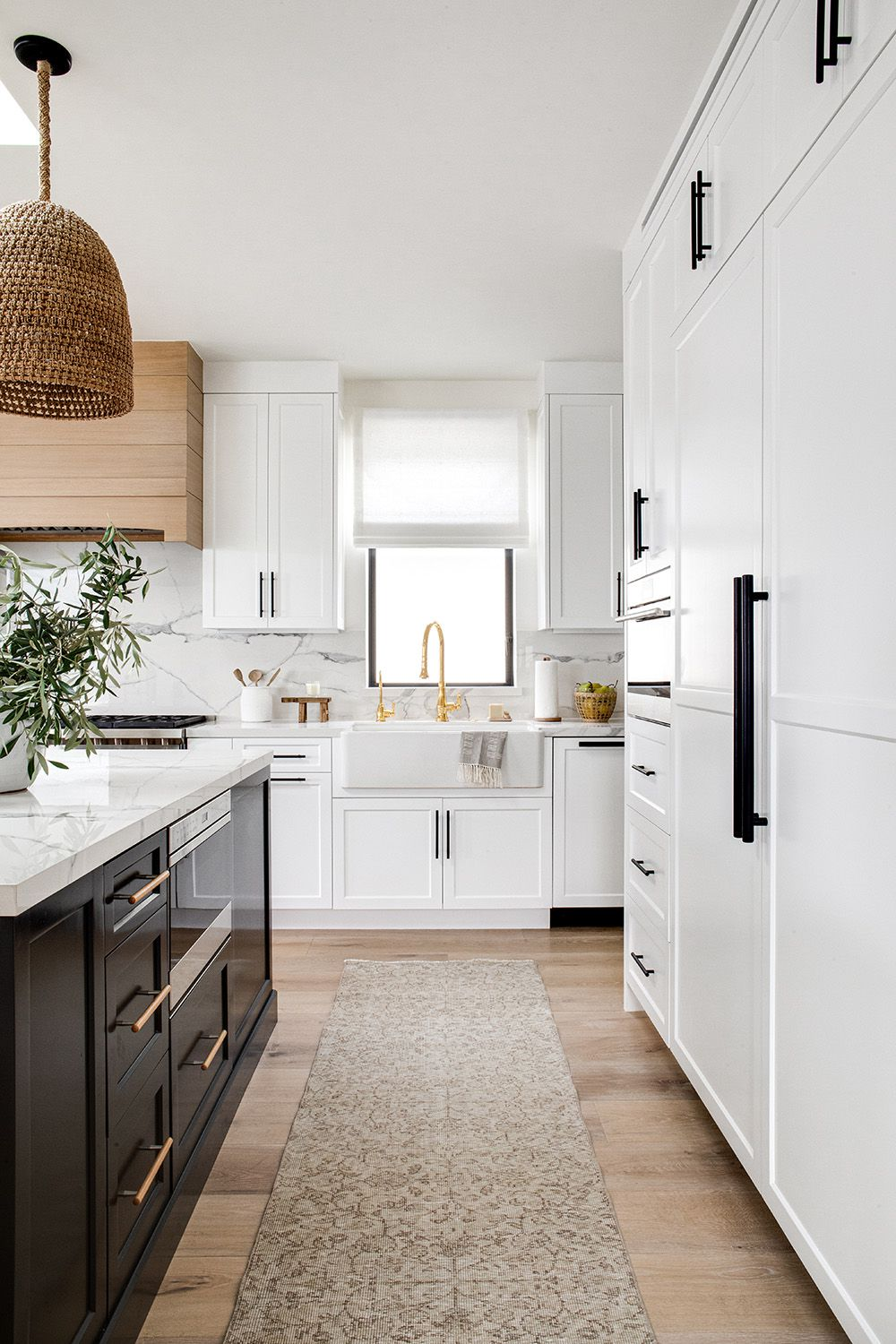 This Kitchen Cabinet Trend Is Never Going Out of Style