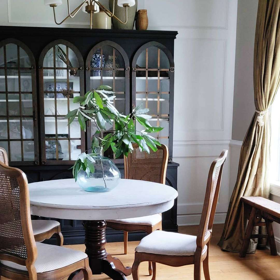 Traditional dining room set and china cabinet.