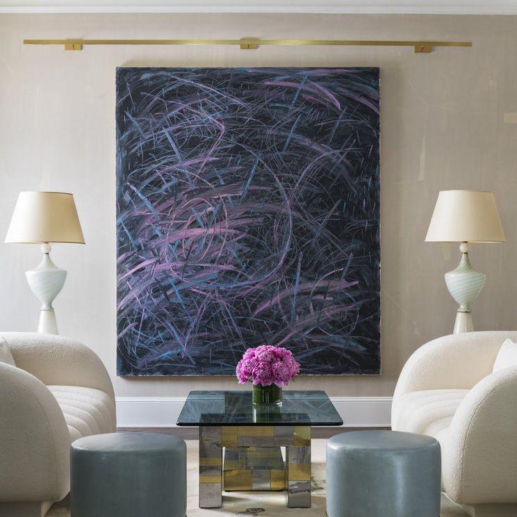 sala de estar con arte a gran escala
