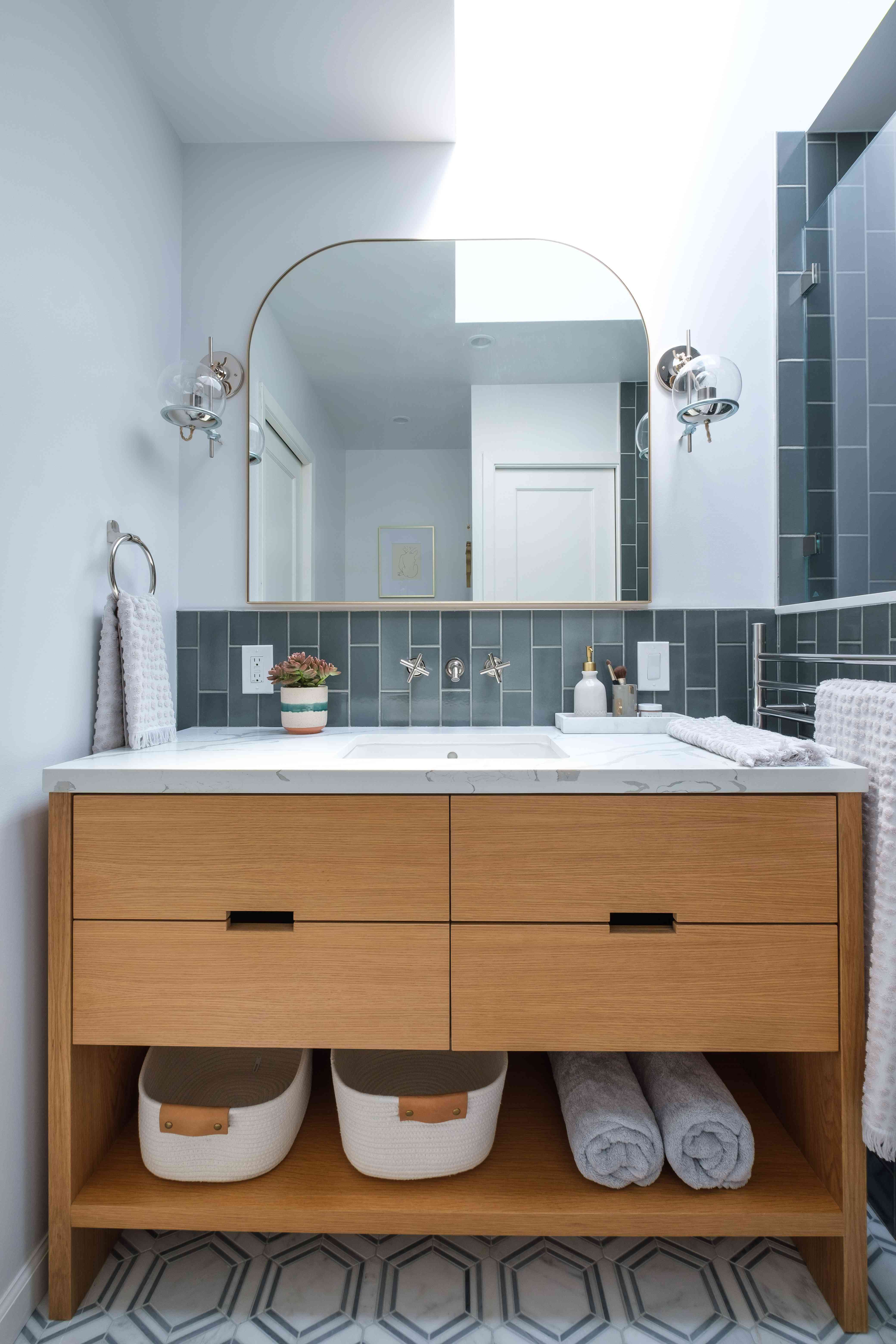 Makeover of the week- Gina Rachelle Small bathroom makeover after photo