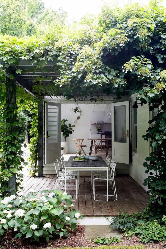 outdoor eating area at Hamptons Weekend Retreat