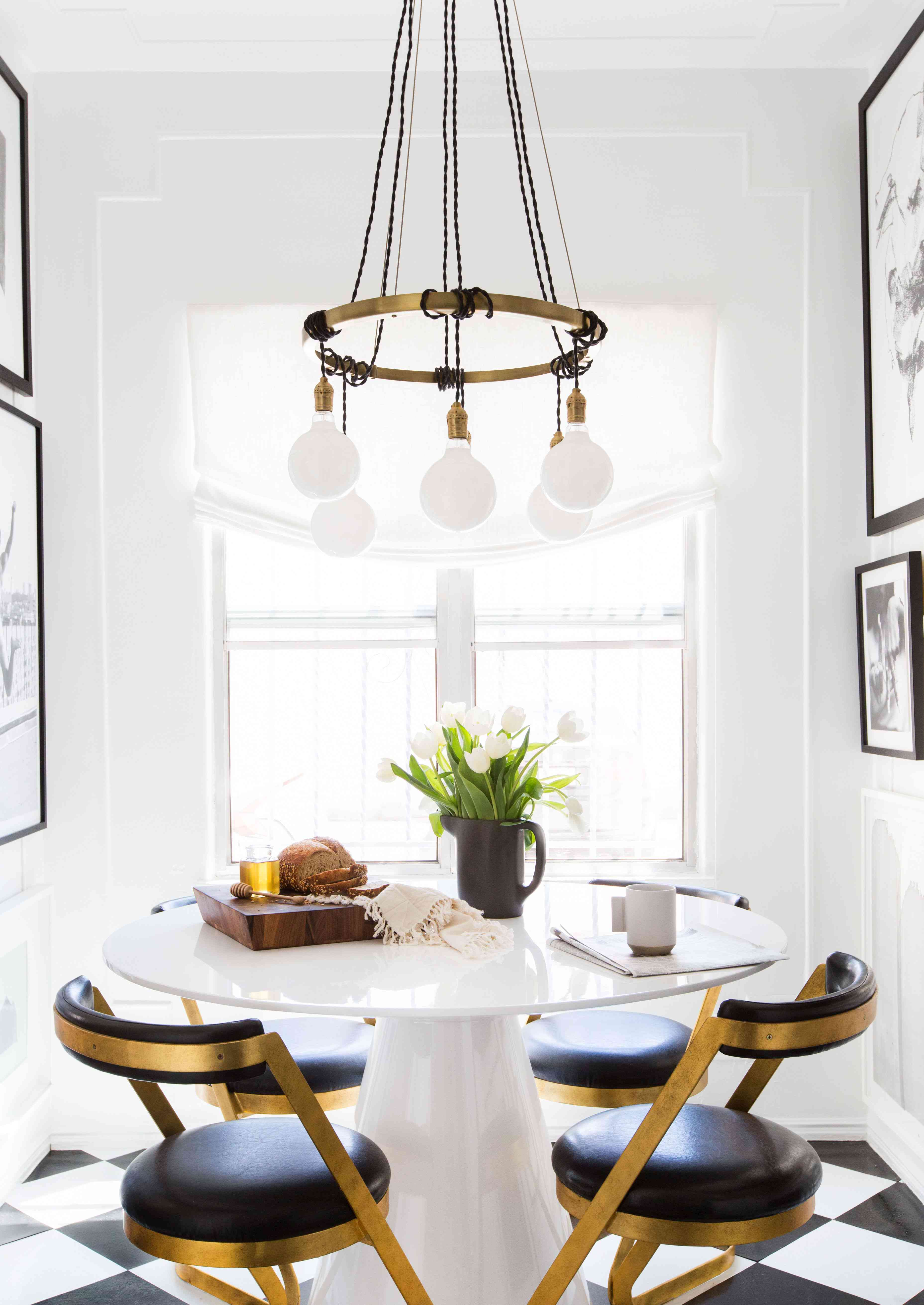 best kitchen ideas - black and white kitchen with breakfast table