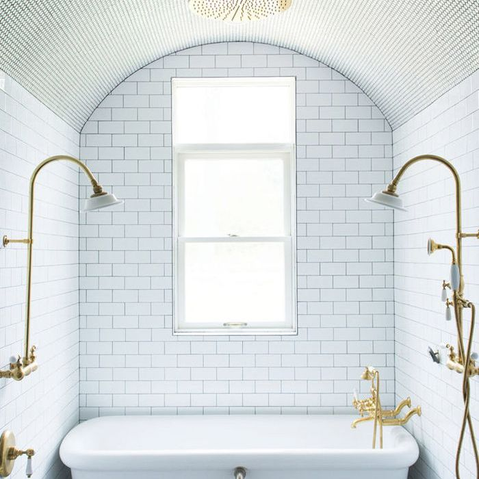 10 Luxurious Bathtubs That Pair Well With A Glass Of Wine