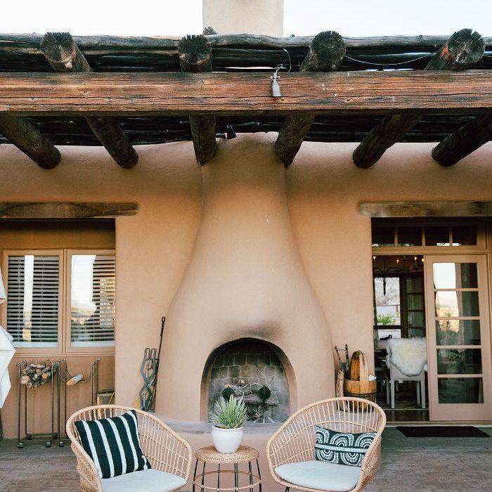 desert home outdoor area