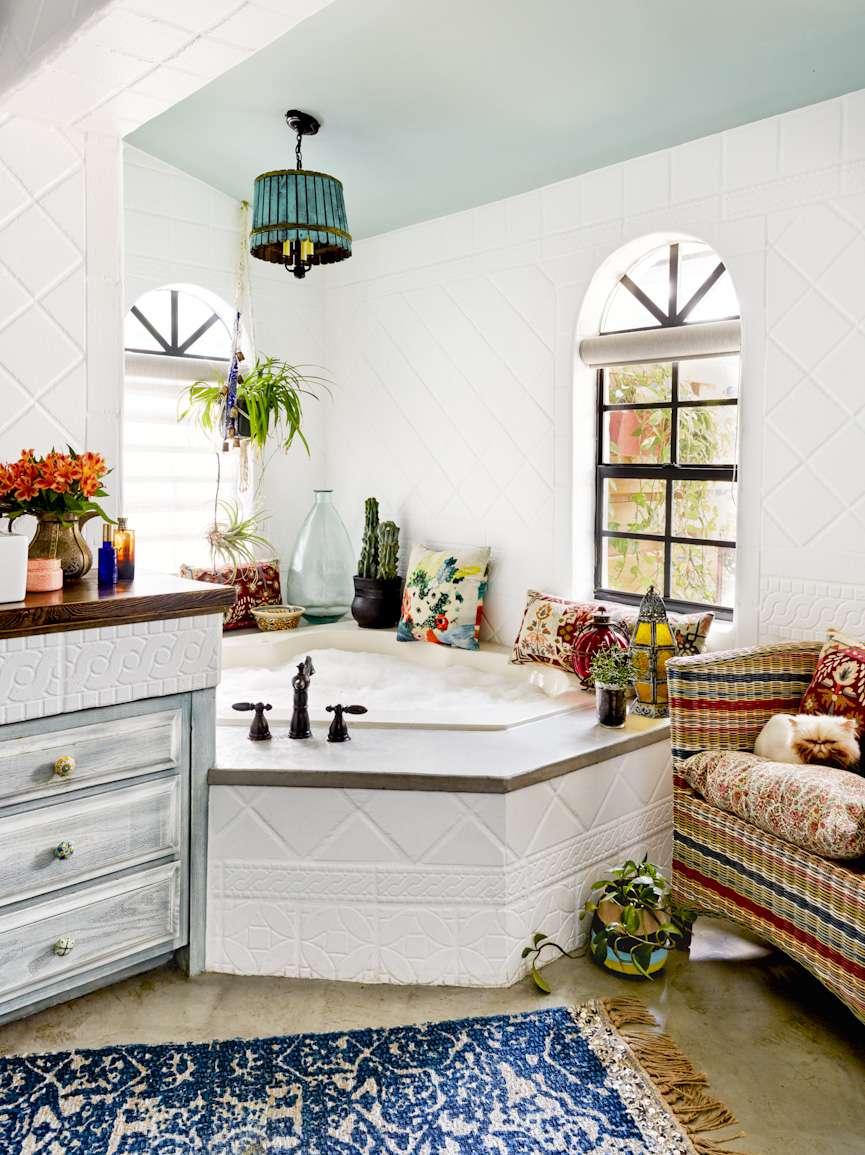 Bathroom with bohemian style