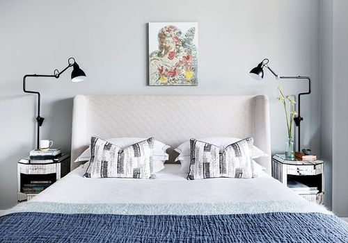 Feng Shui principles: A bedroom with nightstands and lamps on each side of bed