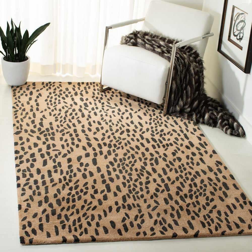 Safavieh Handmade Soho Yamina Leopard Wool Rug