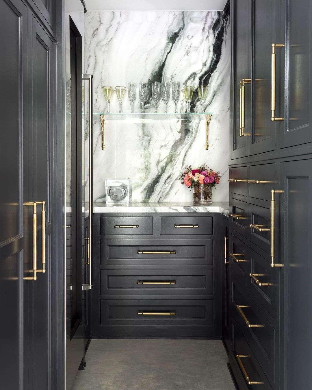 Butler's pantry with marble backsplash