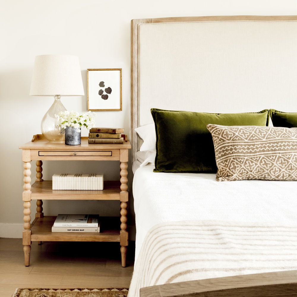 Neutral bedroom with glass lamp.