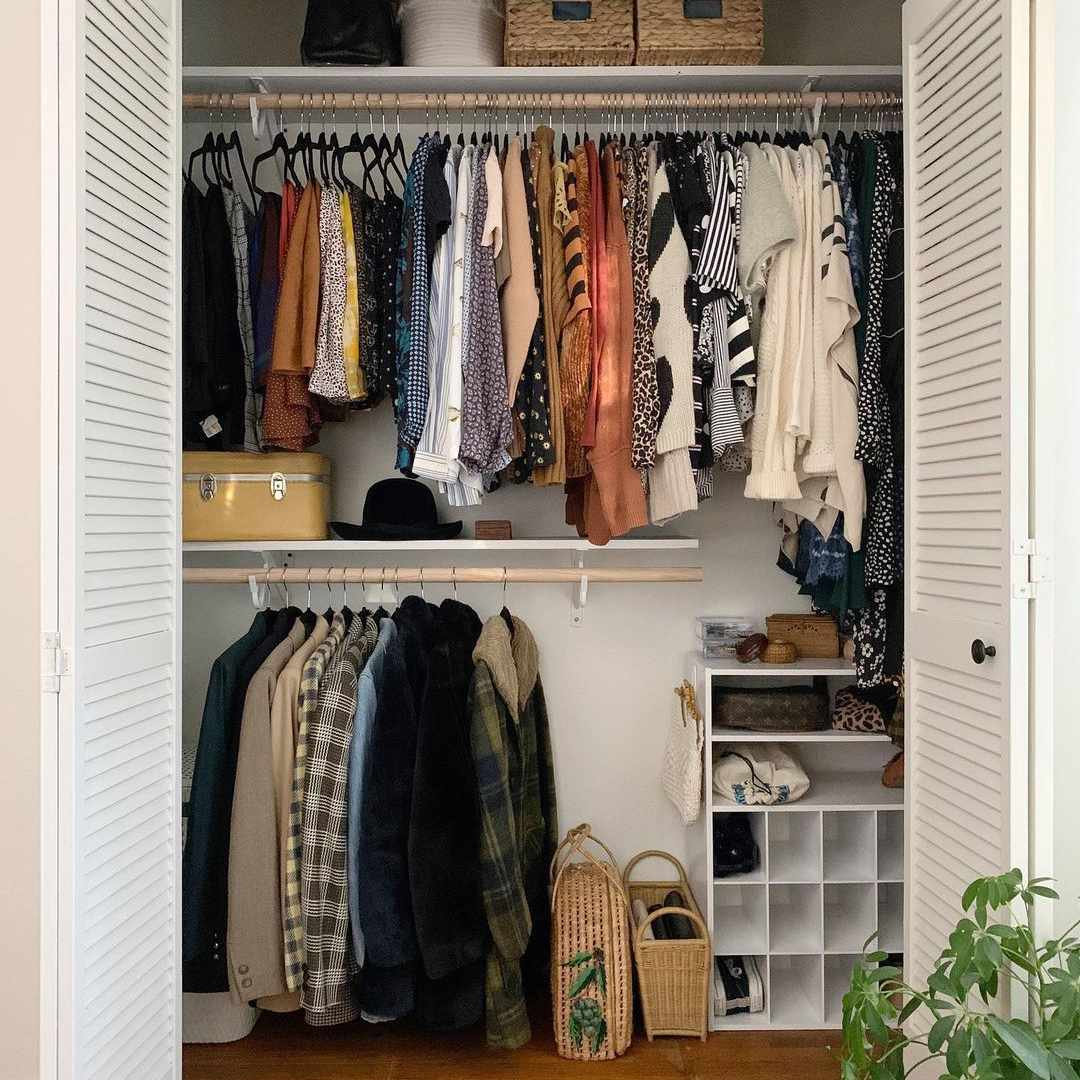 Closet with two hanging rods