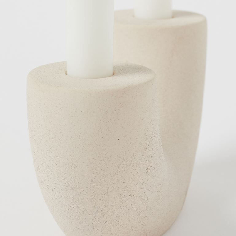 Side view of candlestick holder.