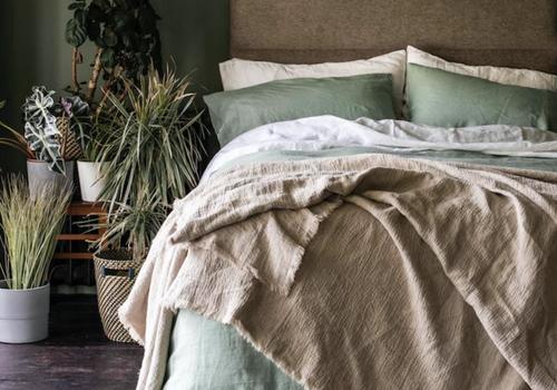 dormitorio verde salvia