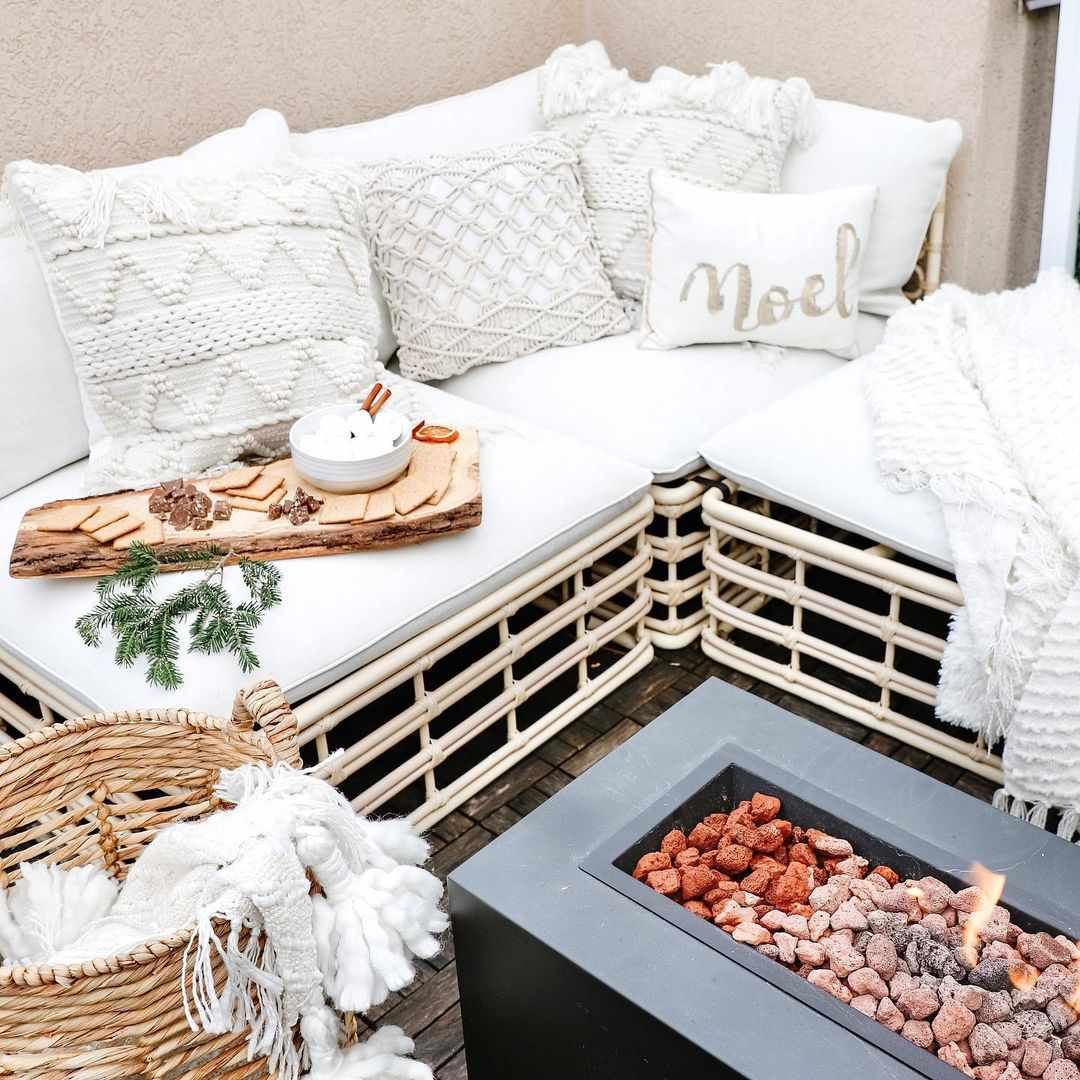 Outdoor patio with white linens