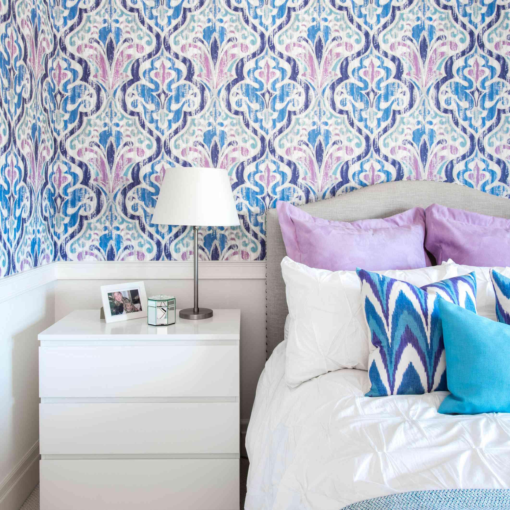 Teen bedroom with mauve