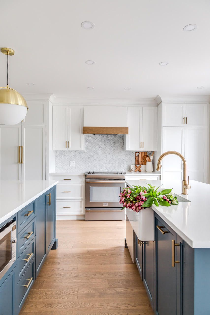 Kitchen with marble tiles