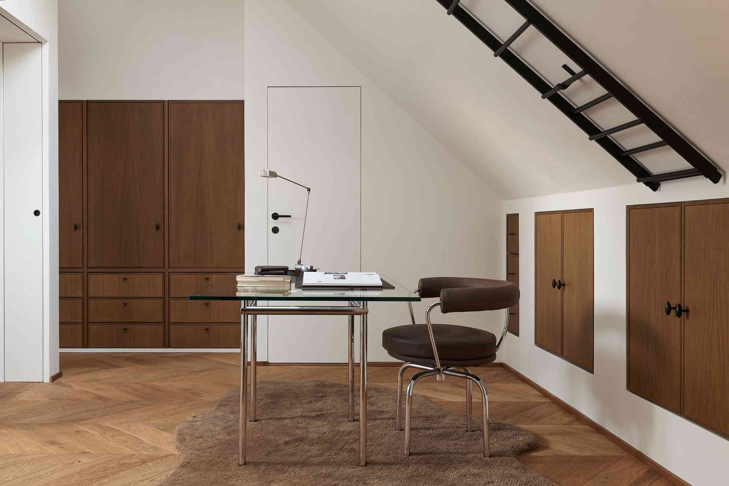 A home office with a fluffy carpet and a velvet desk chair