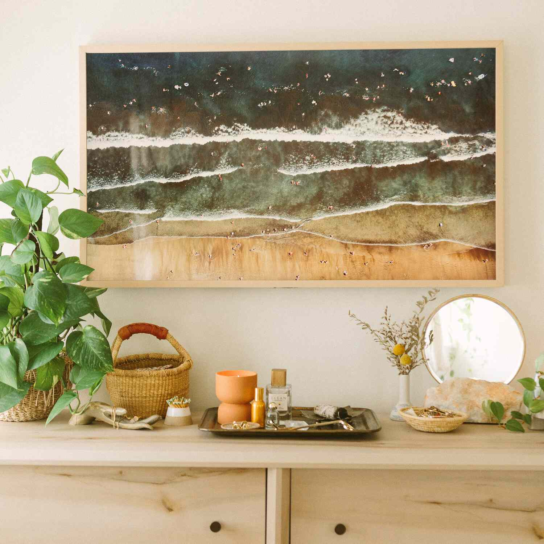 Pothos plant on a wood dresser