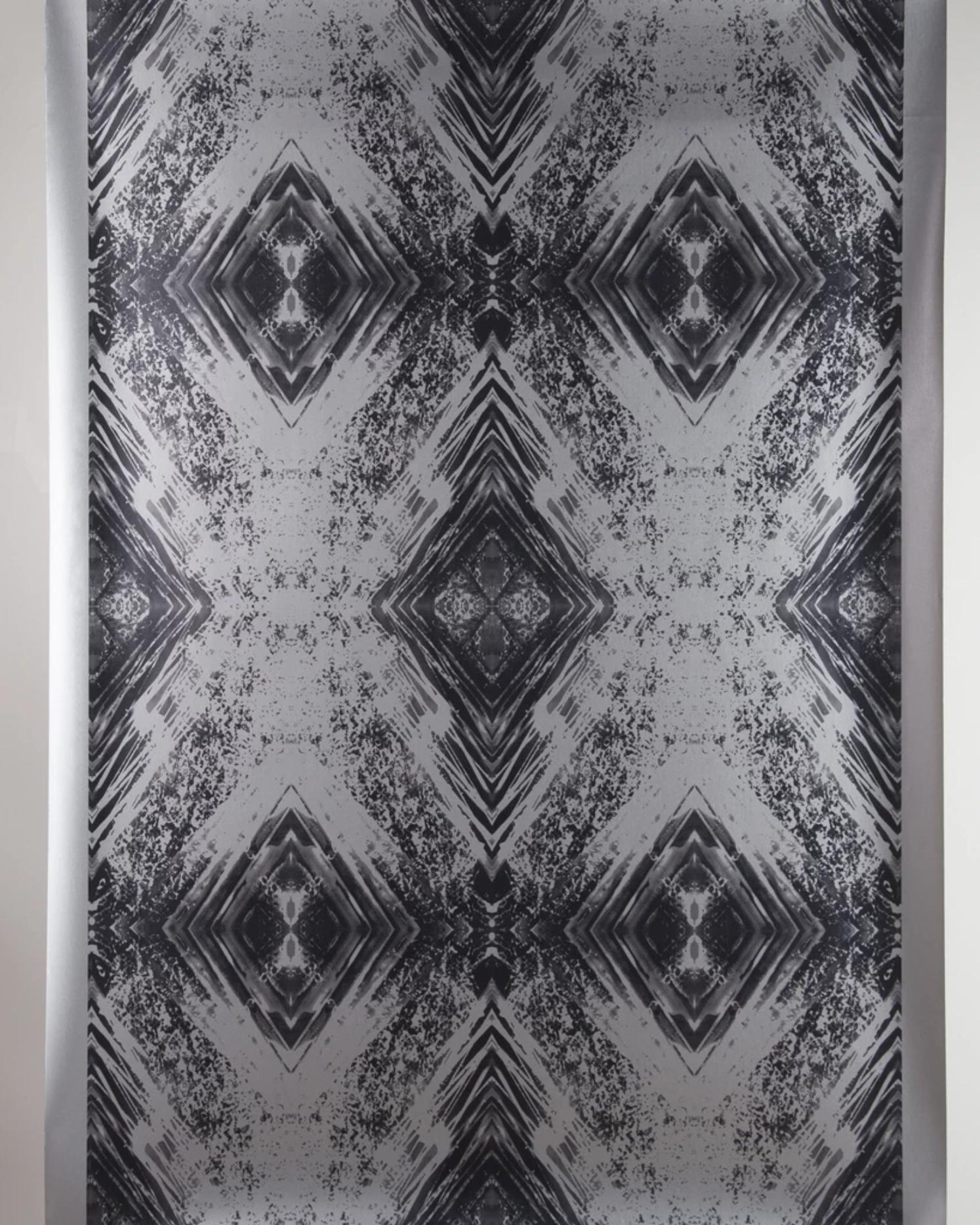 Aurora (Black on Silver) Wallpaper