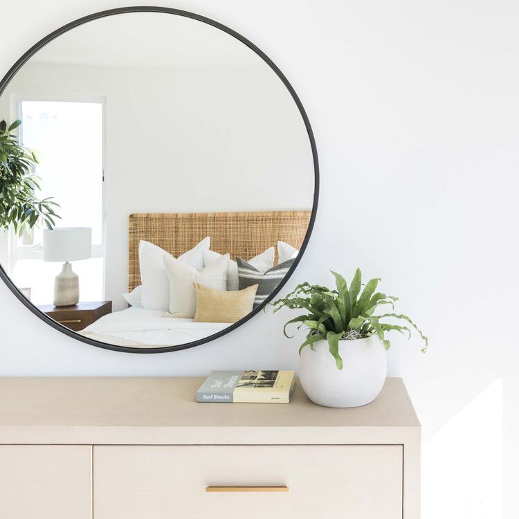 30 Ways To Style Large Round Mirrors, What Size Round Mirror For A 48 Vanity