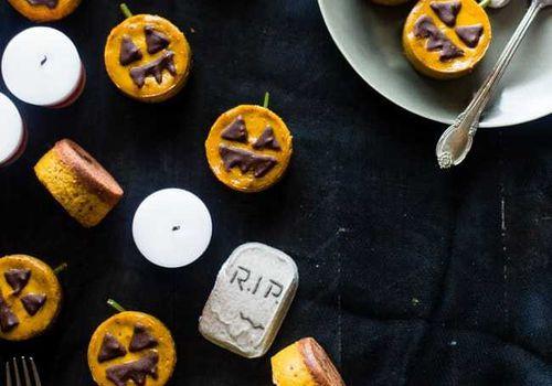 Vegan pumpkin Halloween cheesecake