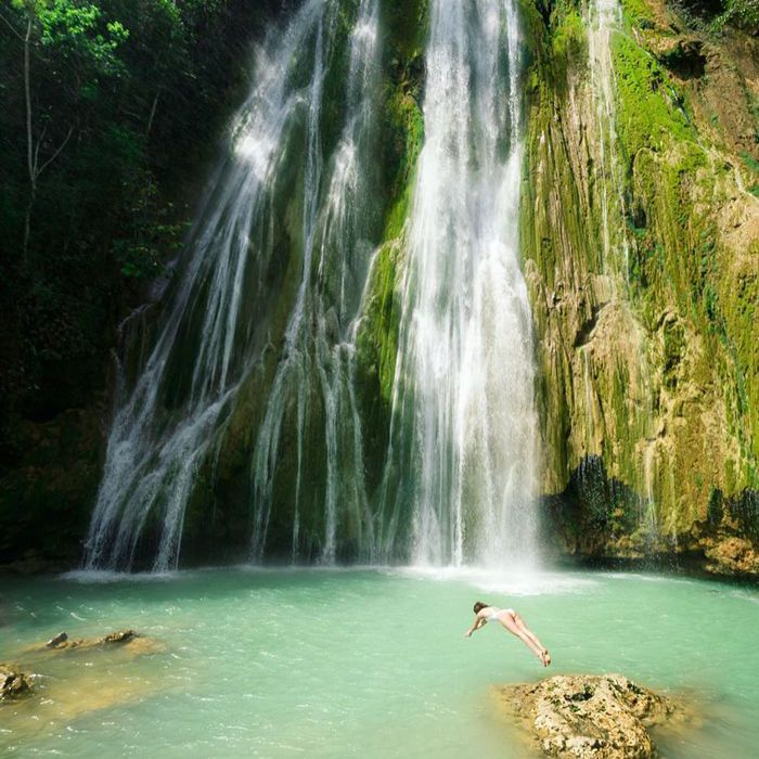 13 Breathtakingly Beautiful Waterfalls Around The World