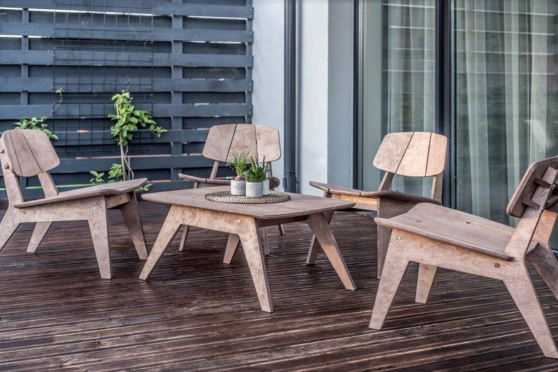 Set of four lounge chairs and table / Coffee table set