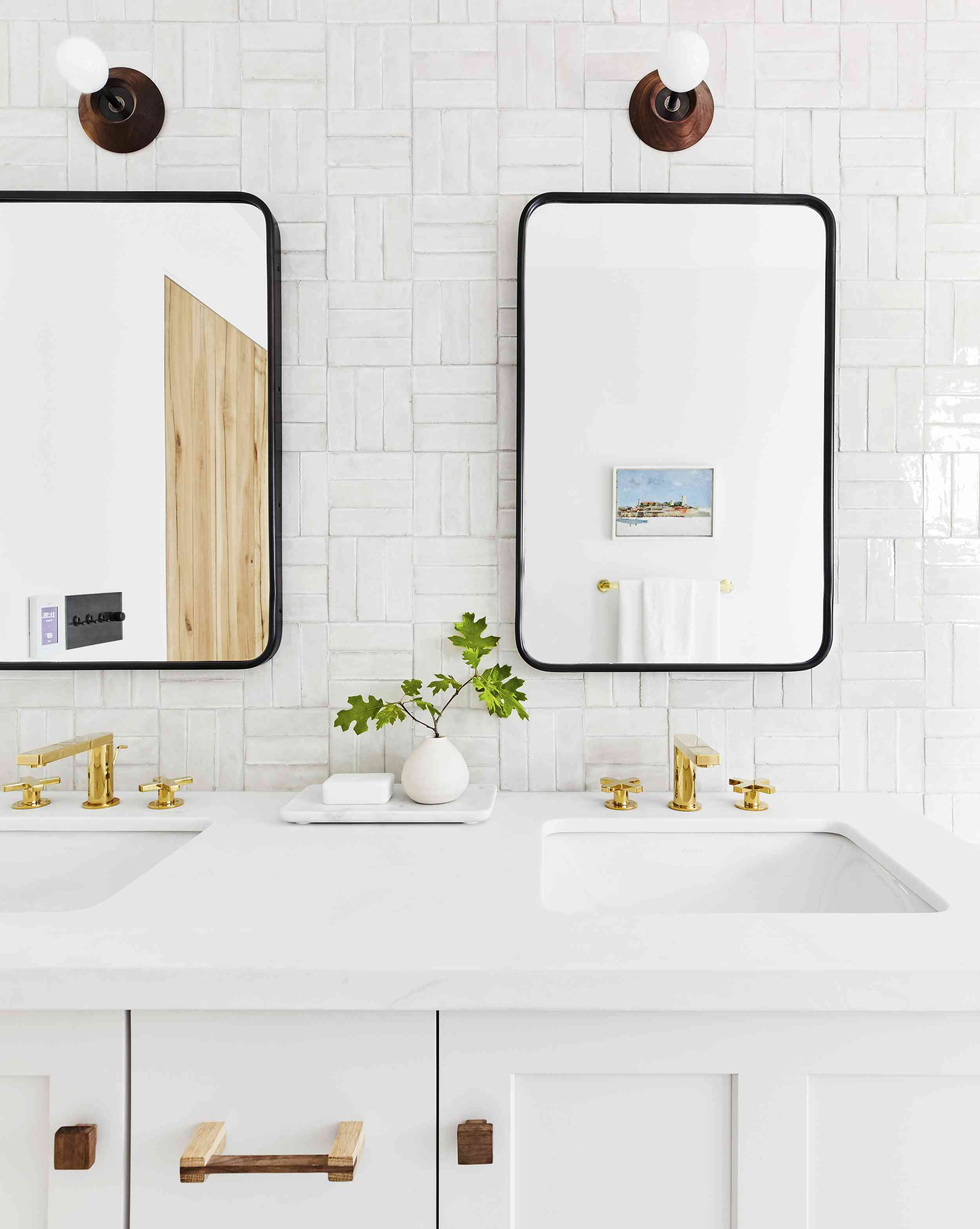 How to Clean Bathroom Grout the Right Way