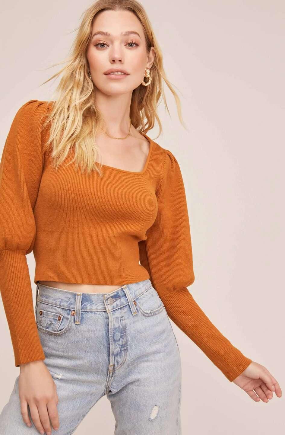 Suéter de cuello cuadrado