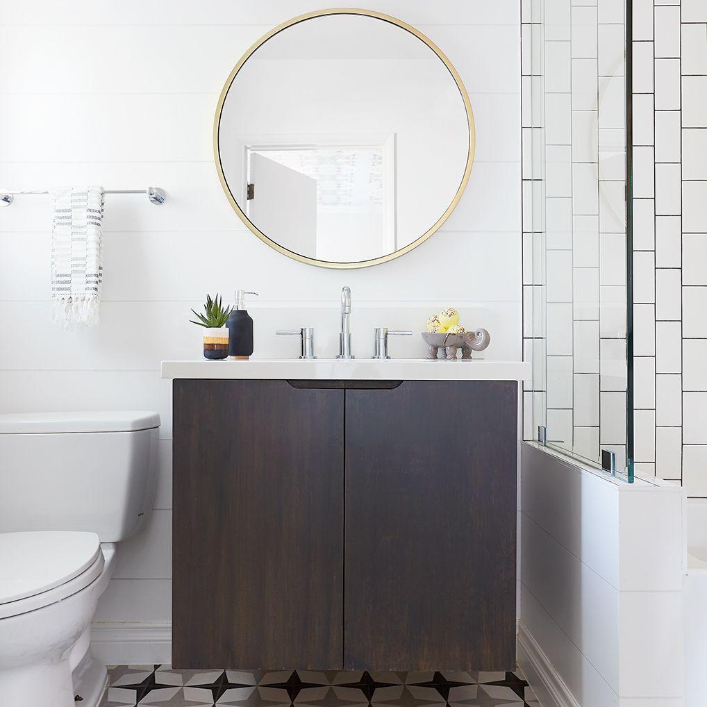 Bathroom with modern details