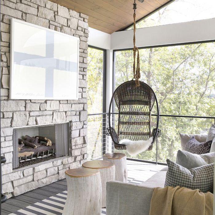 habitación familiar con asiento de columpio