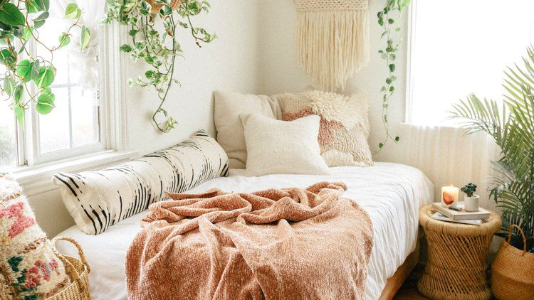 7 Best Small Bedroom Layout Ideas For, Queen Size Bed Ideas For Small Rooms