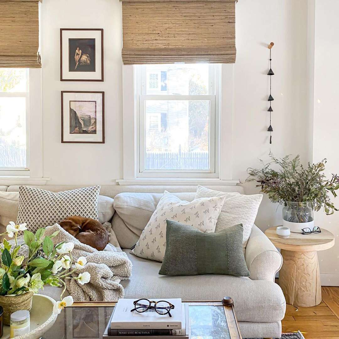 Farmhouse cozy neutral living room.