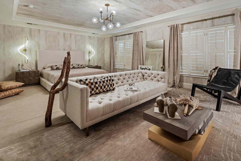 dormitorio de lujo en colores neutros