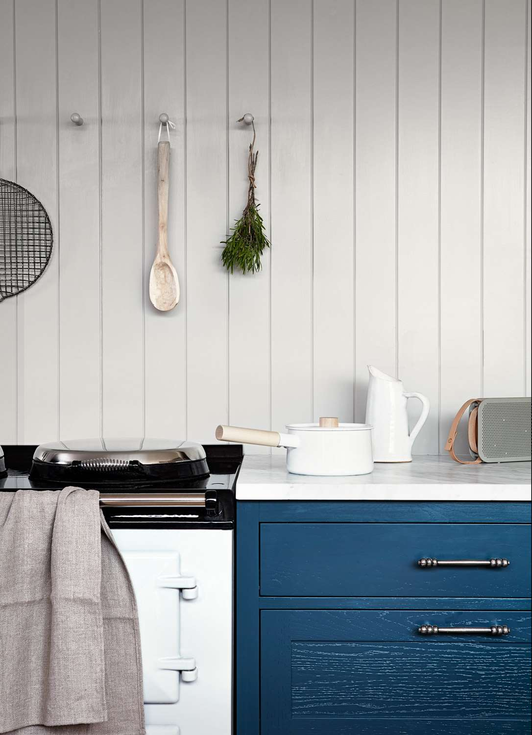 What is linen - Linen Towel on a stove top