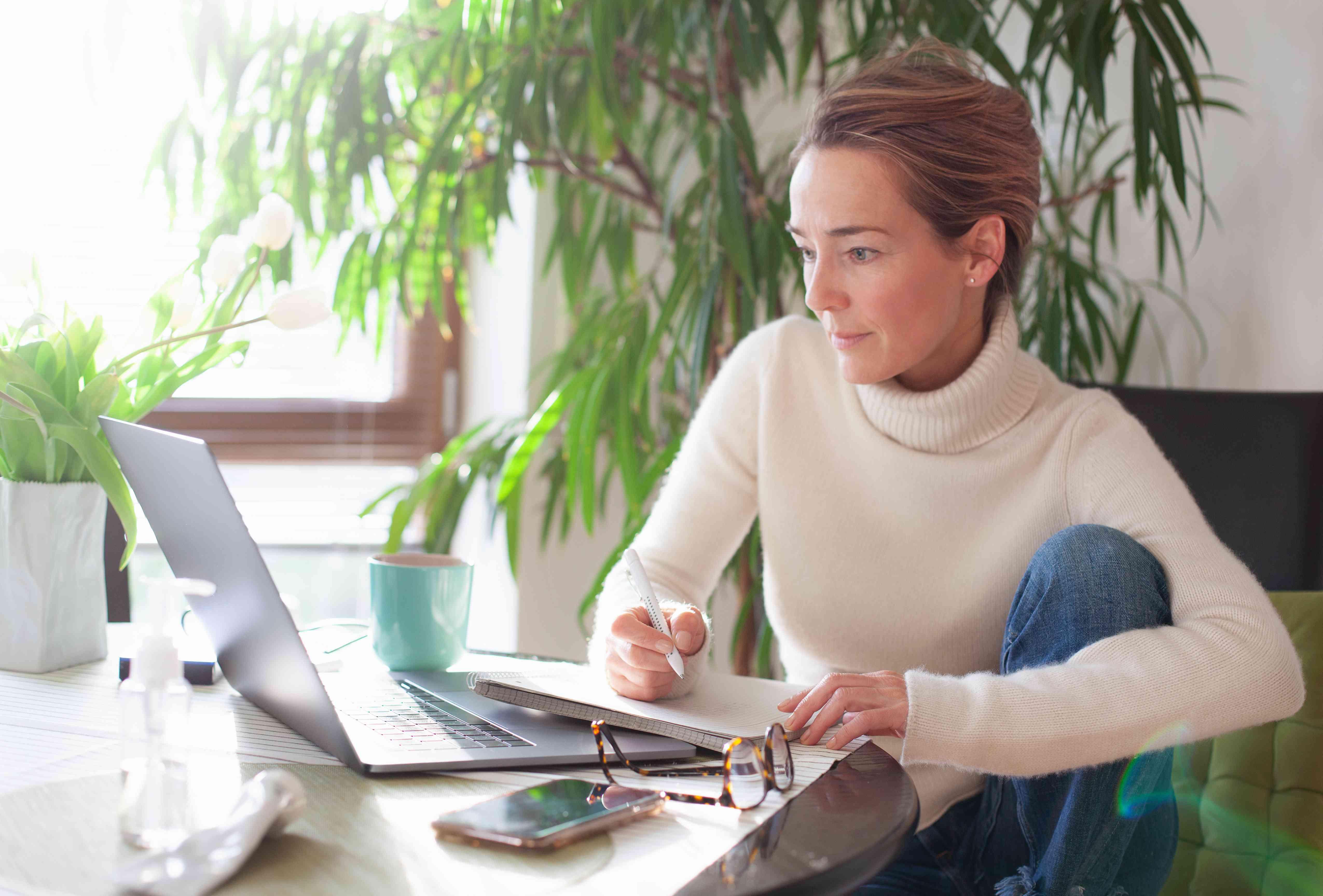 laptop writing woman