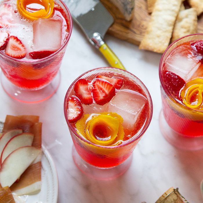 Cranberry Christmas Punch.15 Easy Christmas Punch Recipes Guaranteed To Impress