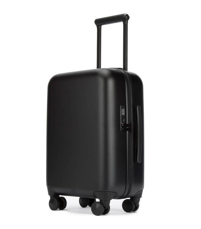 So Connected 22-Inch Charging Spinner Suitcase in Black