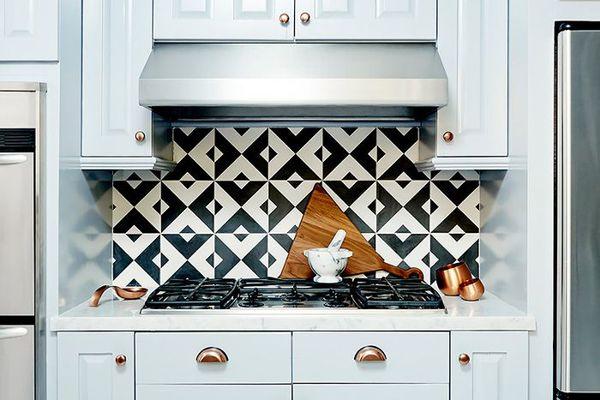 kitchen with black-and-white tiled backsplash