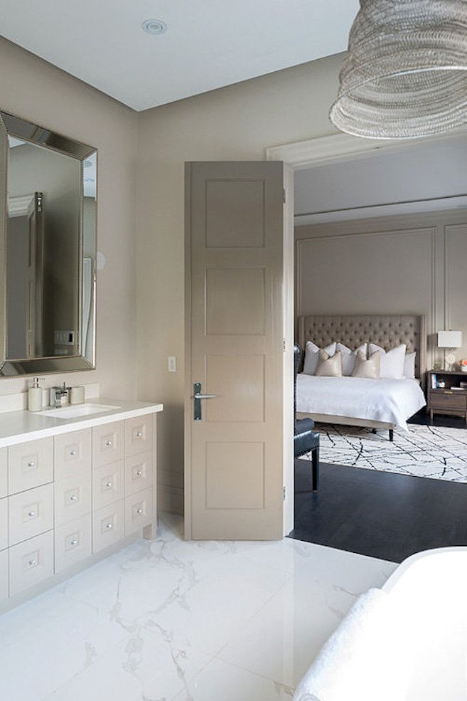 Bathroom in shades of taupe