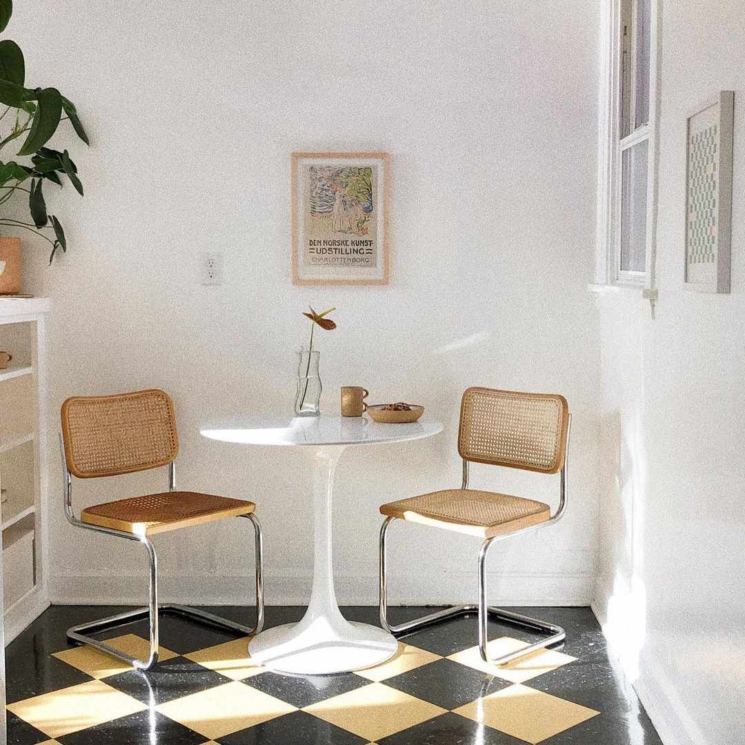 Dining nook with Cesca chairs