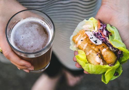 Cerveza rebozada con lechuga de pescado