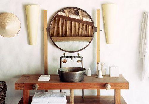 un baño con temática isleña