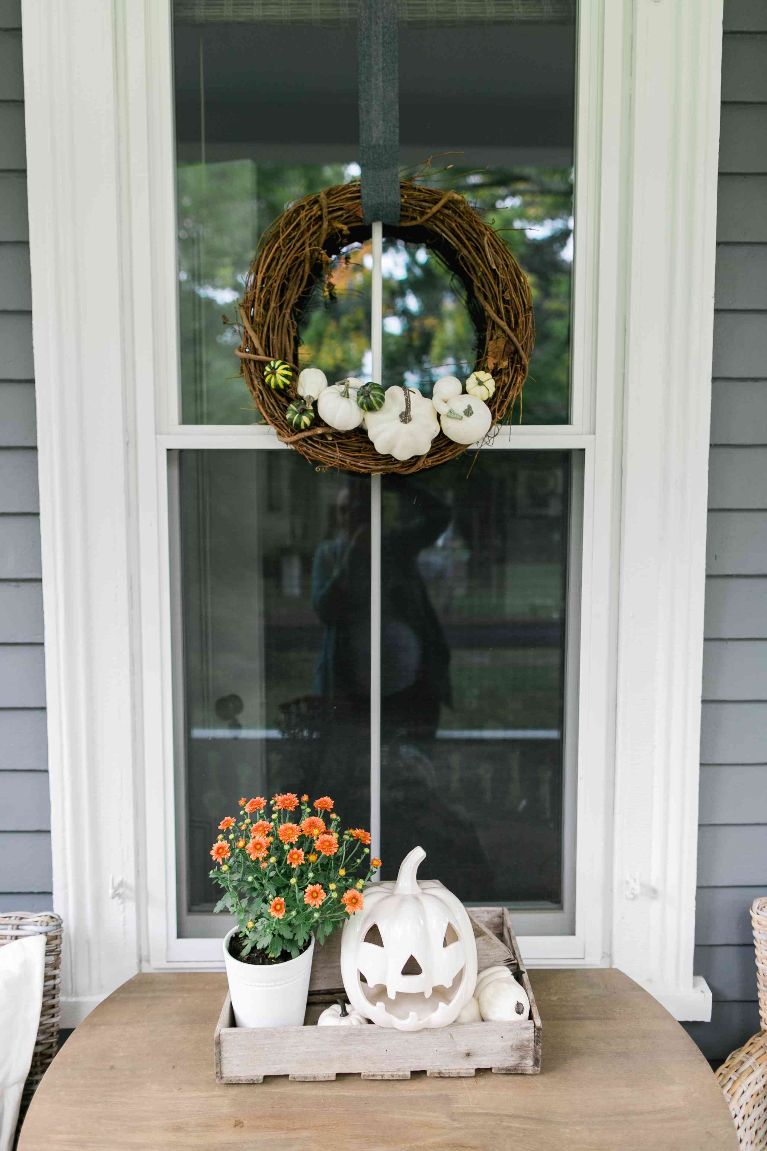 Wreath with pumpkins on it