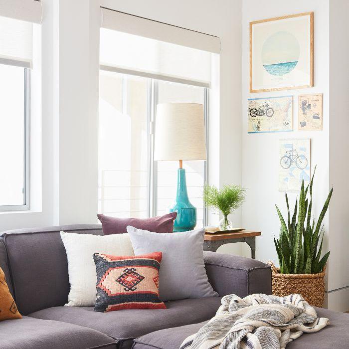 Casa adosada con sofá azul / gris