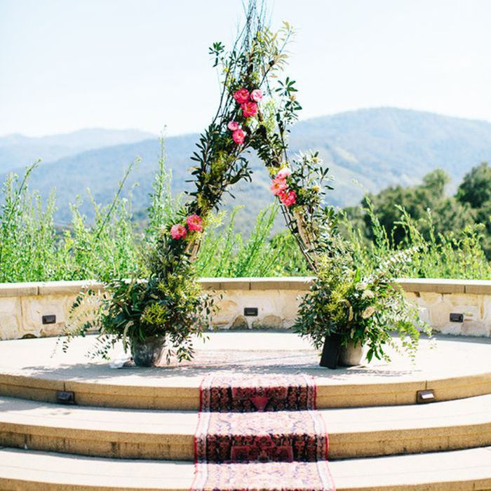 Unconventional Wedding Altar: 10 Outdoor Wedding Ideas To Take Your Celebration Alfresco